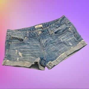 So wear it declare it shorts junior Size 9
